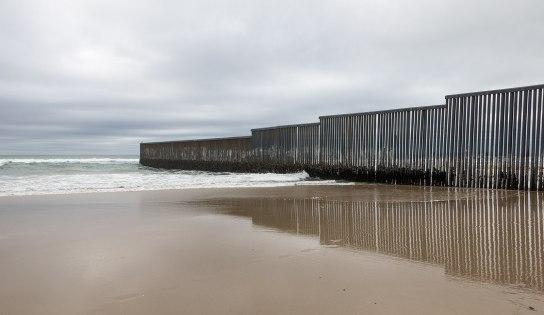 1599px-Mexico-US_border_at_Tijuana